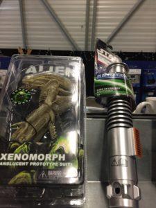 Ein Taschen-Alien und ein Lightsaber